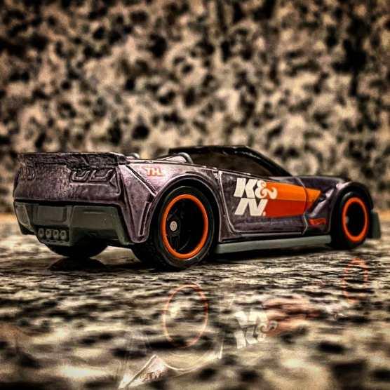 Hot-Wheels-Corvette-C7-Z06-Convertible-Super-Treasure-Hunt-2021-002