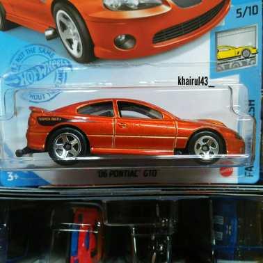 Hot-Wheels-Mainline-2012-2006-Pontiac-GTO-002