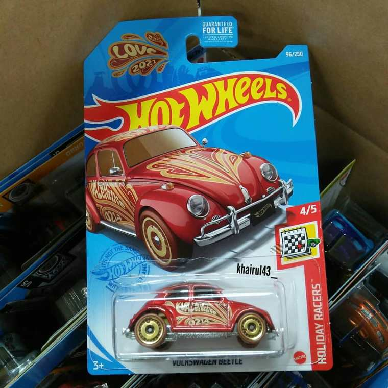 Hot-Wheels-Mainline-2021-Volkswagen-Beetle-Valentine-Day-001