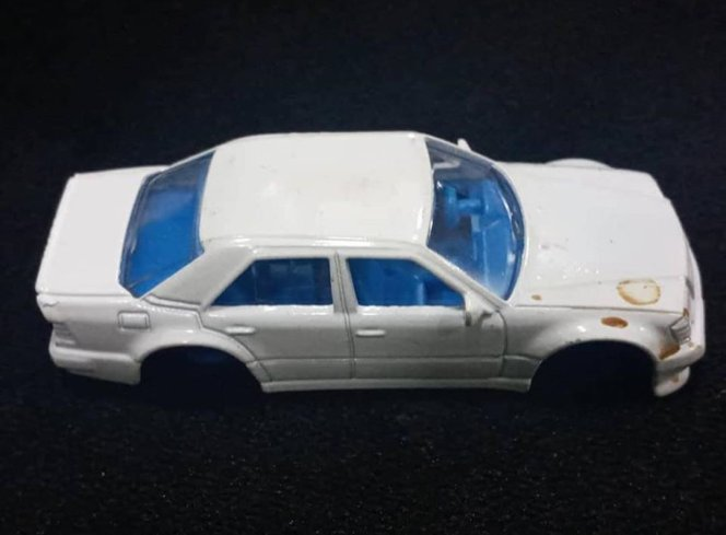 Hot-Wheels-Mercedes-Benz-500E-001