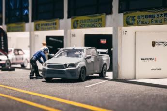 Tarmac-Works-Toyota-Hilux-002