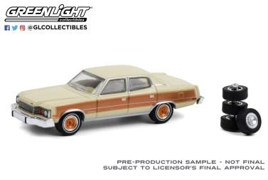 GreenLight-Collectibles-The-Hobby-Shop-Series-10-1978-AMC-Matador-Barcelona