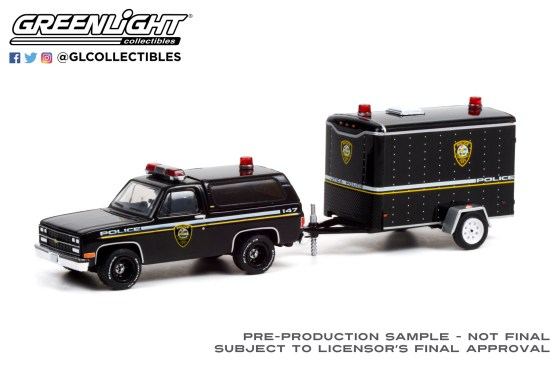 GreenLight-Collectibles-Hitch-and-Tow-22-Chevrolet-K5-Blazer