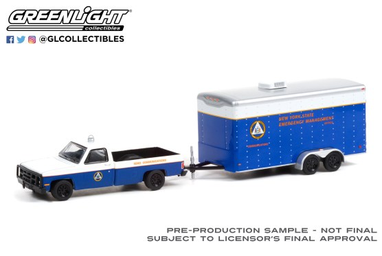 GreenLight-Collectibles-Hitch-and-Tow-22-Chevrolet-M1008