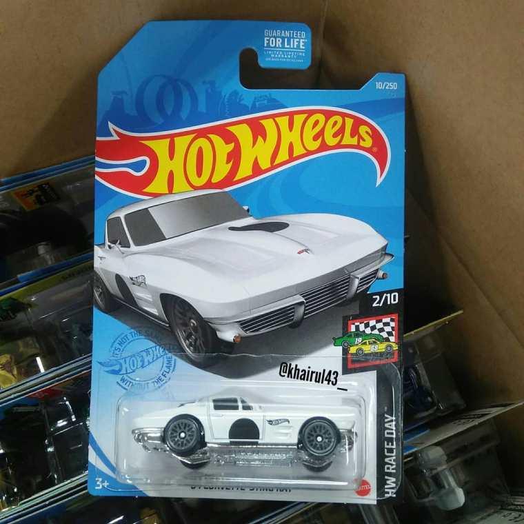 Hot-Wheels-Mainline-2021-64-Corvette-Sting-Ray-001