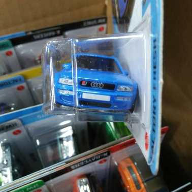Hot-Wheels-Mainline-2021-94-Audi-RS2-Avant-003