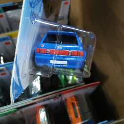 Hot-Wheels-Mainline-2021-94-Audi-RS2-Avant-004