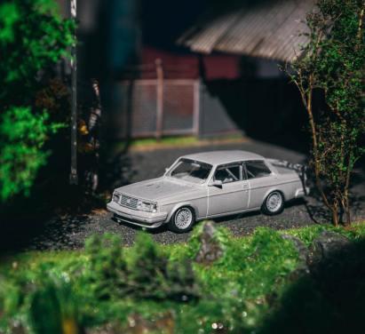 Tarmac-Works-Volvo-240-Turbo-242-001