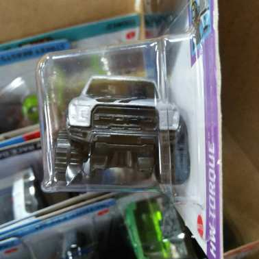 Hot-Wheels-Mainline-2021-17-Ford-F-150-Raptor-003