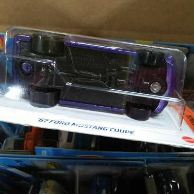 Hot-Wheels-Mainline-2021-67-Ford-Mustang-Coupe-006