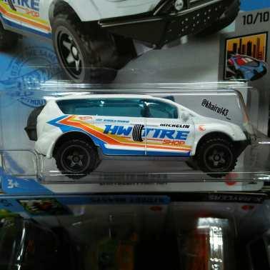 Hot-Wheels-Mainline-2021-Chrysler-Pacifica-002