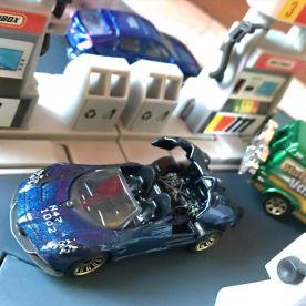 Matchbox-2021-Chevrolet-Monte-Carlo-LS-Pagani-Huayra-Roadster-003