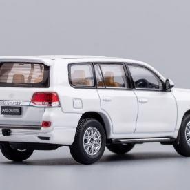 Hobby-Japan-Minicar-Project-Toyota-Land-Cruiser-200-blanc-008