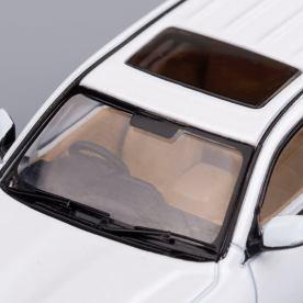 Hobby-Japan-Minicar-Project-Toyota-Land-Cruiser-200-blanc-014