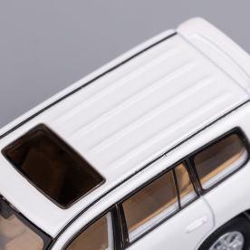 Hobby-Japan-Minicar-Project-Toyota-Land-Cruiser-200-blanc-020