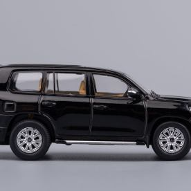 Hobby-Japan-Minicar-Project-Toyota-Land-Cruiser-200-noir-002