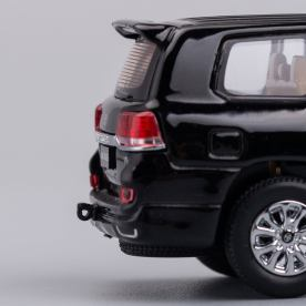 Hobby-Japan-Minicar-Project-Toyota-Land-Cruiser-200-noir-011