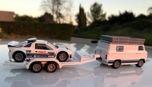 Hot-Wheels-Car-Culture-Team-Transport-2021-Ford-Race-Team-003