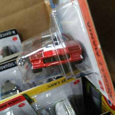 Hot-Wheels-Mainline-2021-85-Chevrolet-Camaro-Iroc-Z-003
