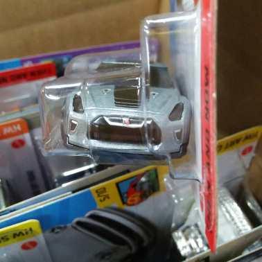 Hot-Wheels-Mainline-2021-Nissan-GT-R-R35-03