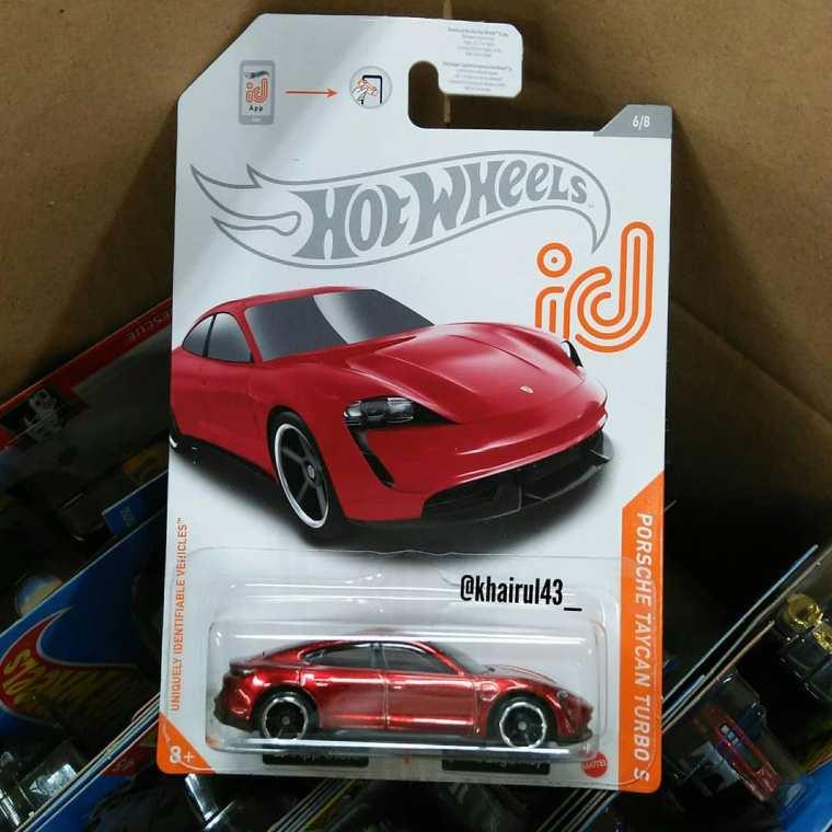 Hot-Wheels-Mainline-2021-Porsche-Taycan-Turbo-S-001
