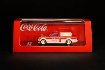 Inno64-x-ToyEast-Nissan-Sunny-Hakotora-Coca-Cola-Pickup-Truck-002