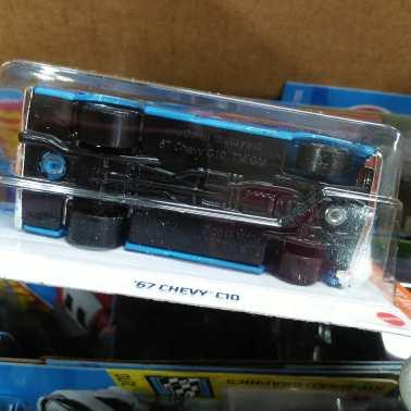 Hot-Wheels-Mainline-2021-67-Chevy-C10-006