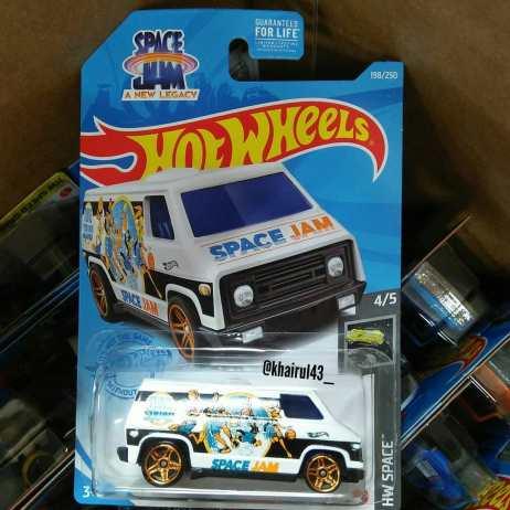 Hot-Wheels-Mainline-2021-70s-Van-Space-Jam-A-New-Legacy-001