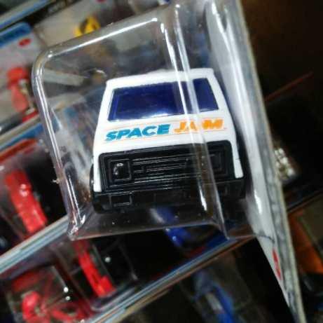 Hot-Wheels-Mainline-2021-70s-Van-Space-Jam-A-New-Legacy-003