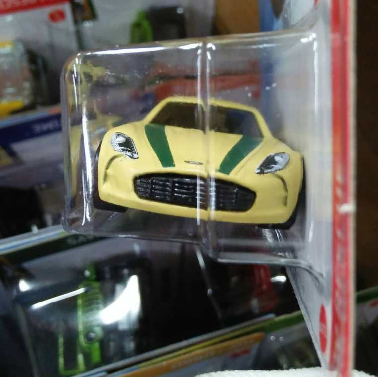 Hot-Wheels-Mainline-2021-Aston-Martin-One-77-003