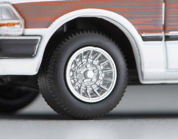 Tomica-Limited-Vintage-Neo-Nissan-Gloria-Wagon-GL-blanc-005