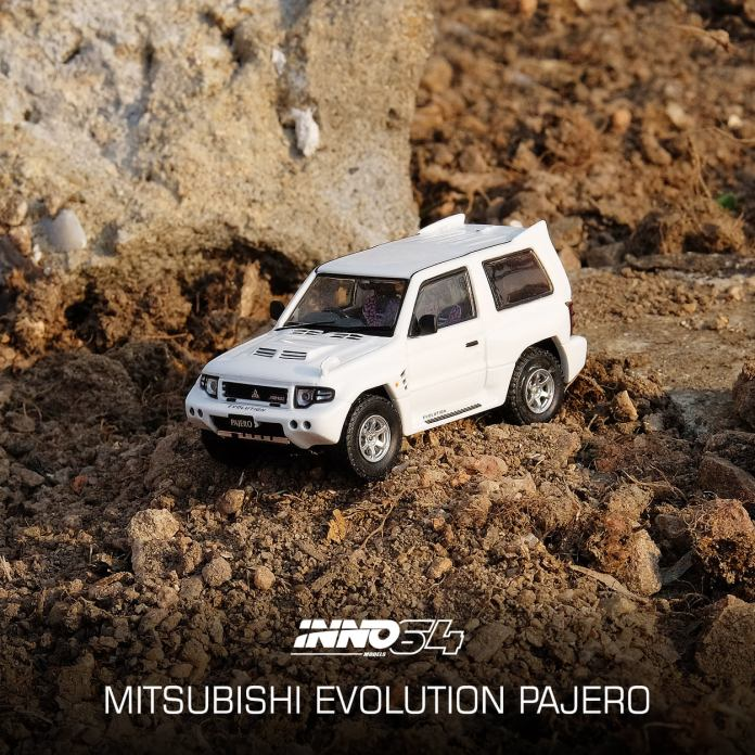 Inno64-Mitsubishi-Pajero-Evolution-white-002