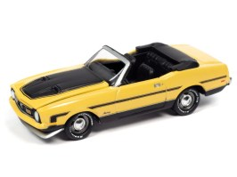 Johnny-Lightning-Classic-Gold-2021-Release-1-Set-A-1972-Ford-Mustang-Convertible