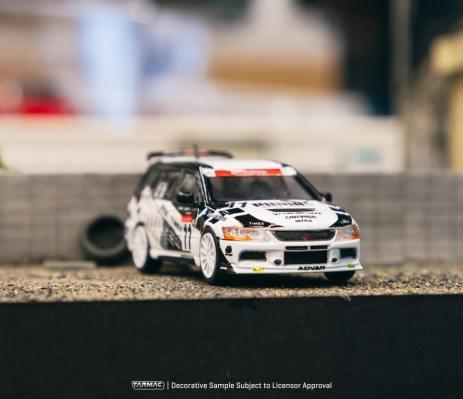 Tarmac-Works-Mitsubishi-Lancer-Evo-9-Wagon-Puma-003