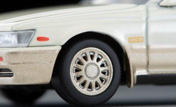 Tomica-Limited-Vintage-Neo-Nissan-Laurel-Medalist-Club-L-002