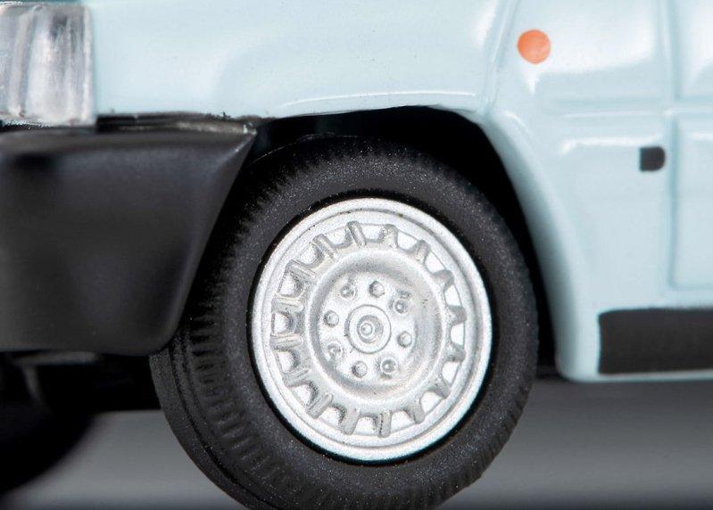 Tomica-Limited-Vintage-Neo-Fiat-Panda-1000CL-bleu-clair-004