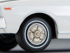Tomica-Limited-Vintage-Neo-Nissan-Laurel-Hardtop-2000SGX-Blanc-004