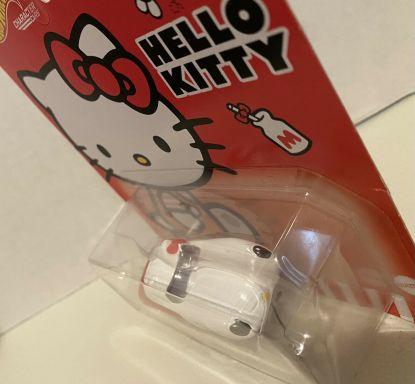 Hot-Wheels-2021-Sanrio-Series-Hello-Kitty-001