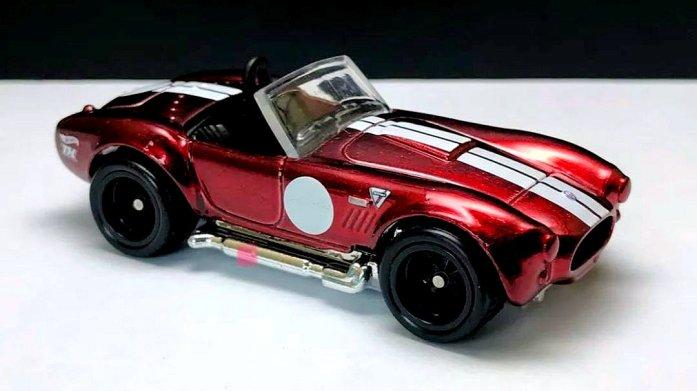 Hot-Wheels-Super-Treasure-Hunt-2021-Classic-Cobra-001
