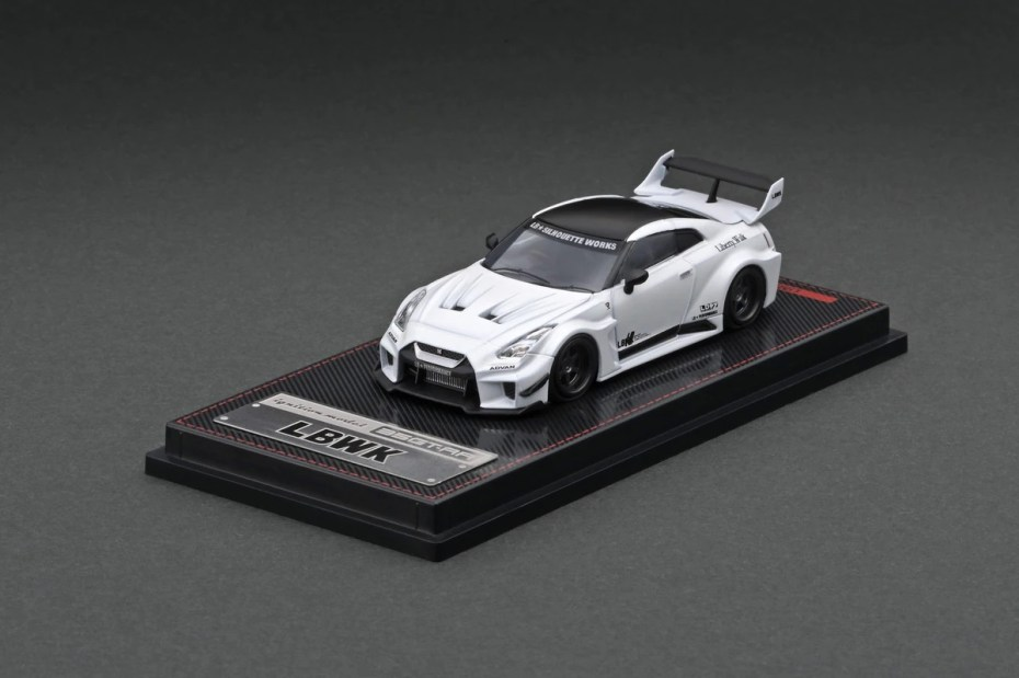 Ignition-Model-LB-Silhouette-Works-GT-Nissan-35GT-RR-Matte-Pearl-White-001