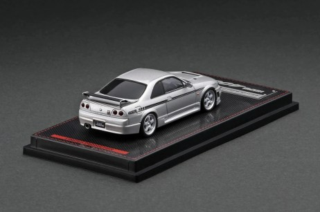 Ignition-Model-Nismo-R33-GT-R-400R-Silver-With-Mr-Matsuda-002