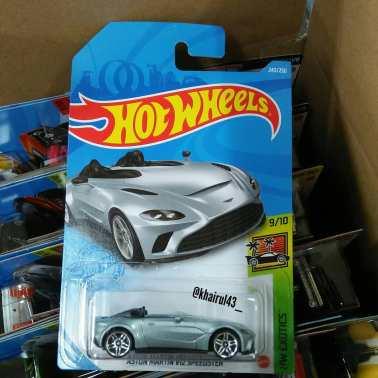 Hot-Wheels-Mainline-2021-Aston-Martin-V12-Speedster-001