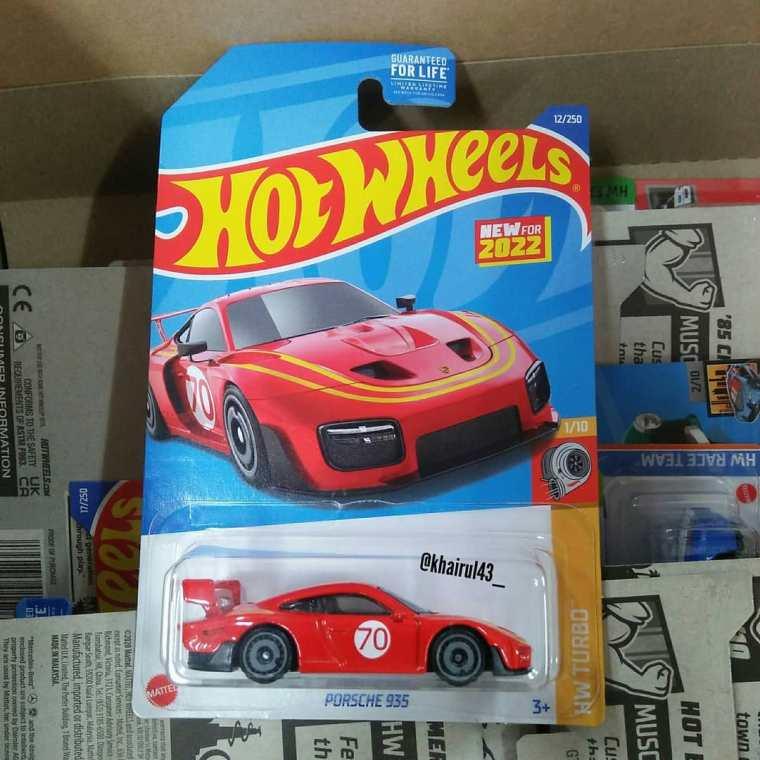 Hot-Wheels-Mainline-2022-Porsche-935-001