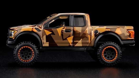 Hot-Wheels-Red-Line-Club-2021-Ford-F-150-Raptor-Camo