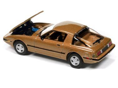 Johnny-Lightning-Mazda-RX-7-Fb-Maya-Gold-Metallic-002