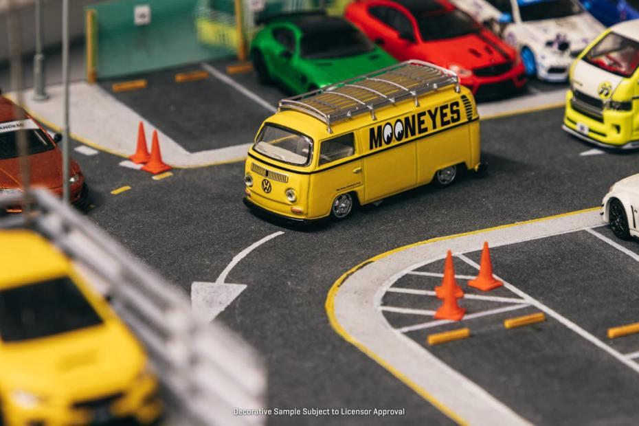 Tarmac-Works-Volkswagen-Type-II-T2-Panel-Van-Mooneyes-001