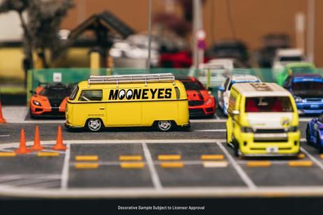 Tarmac-Works-Volkswagen-Type-II-T2-Panel-Van-Mooneyes-002