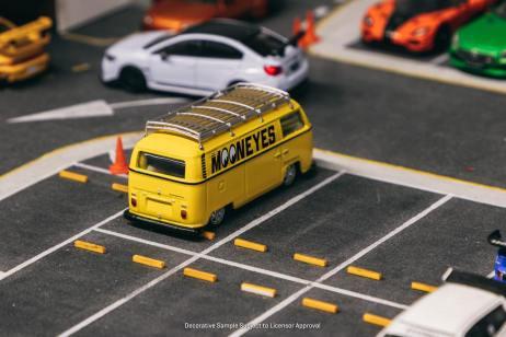 Tarmac-Works-Volkswagen-Type-II-T2-Panel-Van-Mooneyes-003