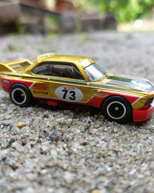 Hot-Wheels-2022-Super-Treasure-Hunt-BMW-3-CSL-Race-Car-007