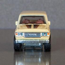 Hot-Wheels-Car-Culture-Toyota-Toyota-Landcruiser-FJ60-004
